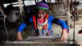 Untuk menghilangkan trauma dan cemooh akibat anggota keluarga yang diculik untuk perdagangan manusia di Vietnam, koperasi tenun pun diberdayakan.