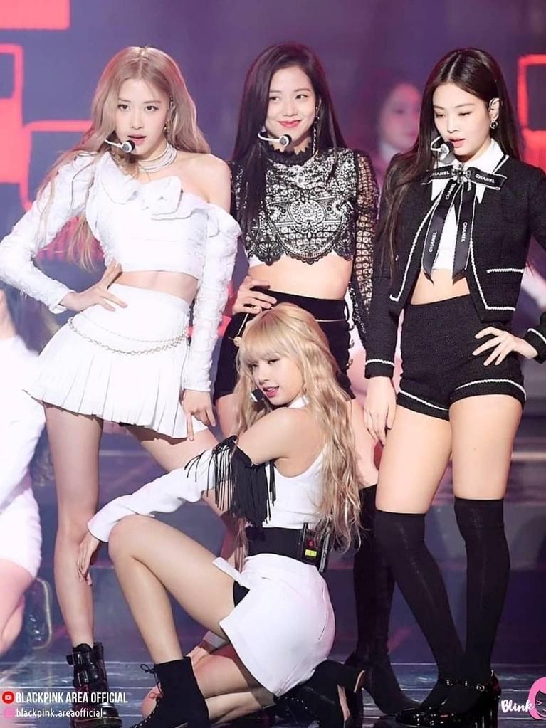 Hadiri acara Gaon Chart Music Awards 2019, BLACKPINK bawa pulang piala Artist of the Year. Berikut enam pesona BLACKPINK saat tampil di ajang tersebut.