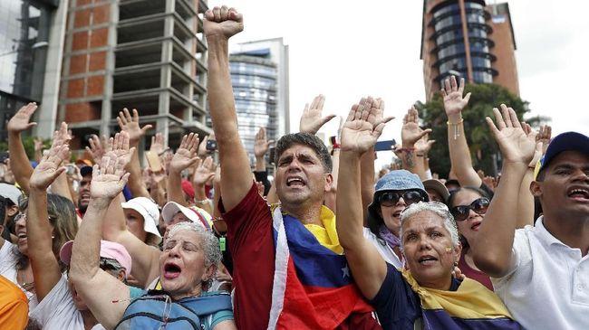 Bermula dari tudingan kecurangan dalam pemilu, kepemimpinan Venezuela berakhir dengan perebutan kuasa antara Nicolas Maduro dan Juan Guaido.