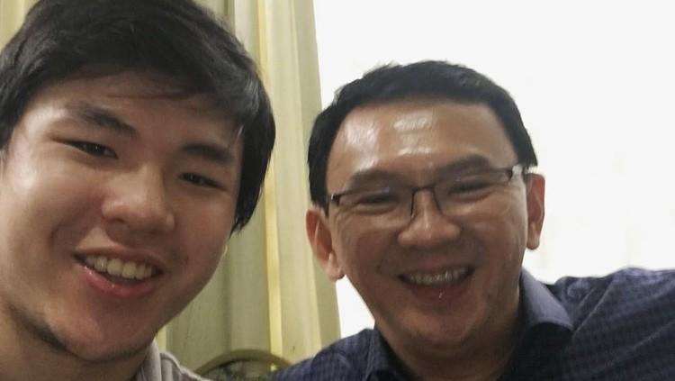 Sambil menjajal MRT Jakarta, putra Ahok, Nicholas Sean bercerita tentang ayahnya dan pembangunan MRT.