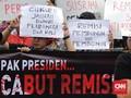 Jokowi Lempar Polemik Remisi Pembunuh Wartawan ke Yasonna