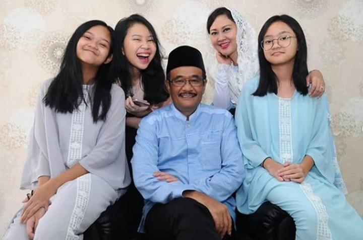 Di sela-sela kesibukannya, Djarot Saiful Hidayat selalu menyempatkan diri untuk berkumpul bersama keluarganya. Bisa dilihat di galeri foto berikut ini, Bun.