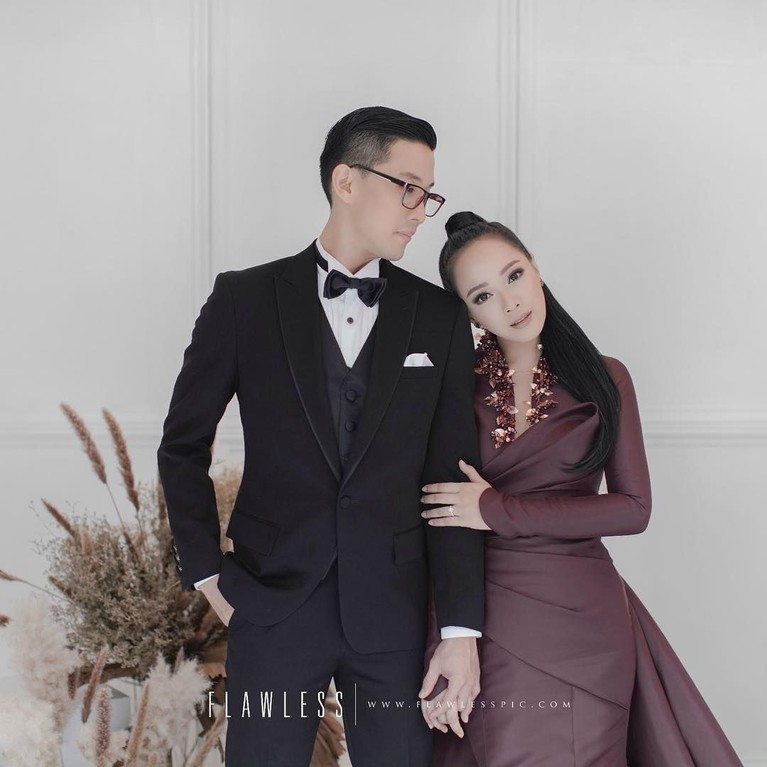 Yuanita Christiani dan calon suami dalam foto prewedding mereka.