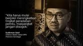 Jokowi memborong 100 ribu botol sabun cuci dengan harga total Rp2 miliar. Aksi ini menjadi kontroversi, karena kubu Prabowo menilai itu pelanggaran kampanye.