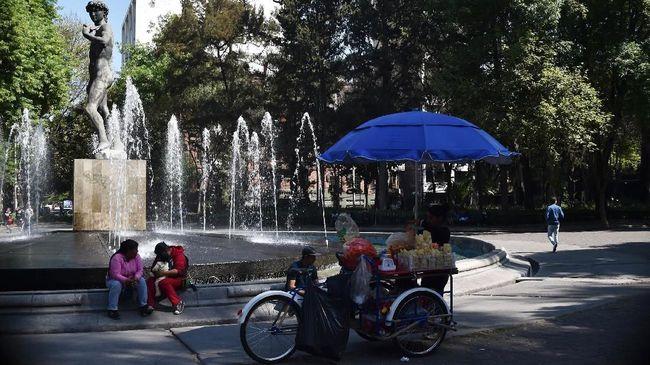 Dewan kota Roma mengubah beberapa peraturan dengan tujuan mengatur wisatawan agar berperilaku lebih sopan.