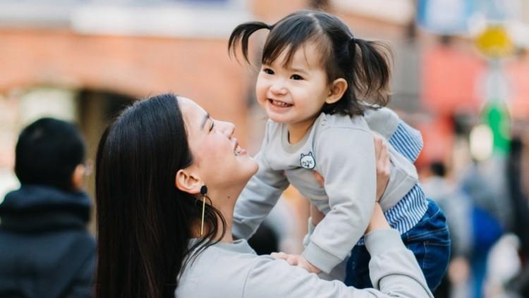 Alice Norin merayakan hari kelahiran 'boss baby' sambil liburan keluarga di Negeri Sakura.