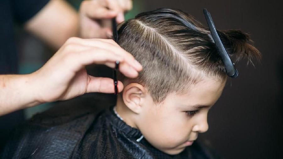 Penyebab Anak Histeris Saat Potong Rambut