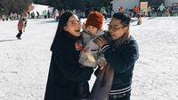 <p>Happy selalu ya Trio Al: Alita, <em>Mommy</em> Alice dan <em>Dada</em> Alvin. (Foto: Instagram @alicenorin)</p>