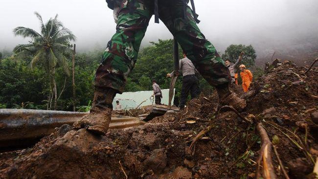 Sepuluh orang dilaporkan tewas akibat bencana tanah longsor di tiga lokasi berbeda di Kota Tarakan, Kaltara, Senin (28/9) dini hari.