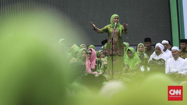 Ketua Umum Muslimat NU Khofifah Indar Parawansa menyatakan perlu ada definisi yang didialogkan agar tidak ada dikotomi jilbab di kalangan muslimat NU.