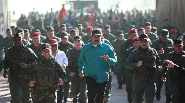 Di tengah tekanan negara Barat untuk lengser, Nicolas Maduro unjuk kekuatan militer dengan memamerkan koleksi alutsista Venezuela produksi Rusia.