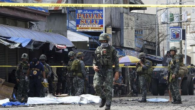 Lima anggota Abu Sayyaf menyerahkan diri ke kepolisian Filipina terkait bom ganda di salah satu gereja di Jolo, Mindanao, yang menewaskan 23 orang.