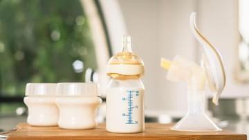 Cara Terbaik Memberikan ASIP, Pakai Botol atau Sendok?