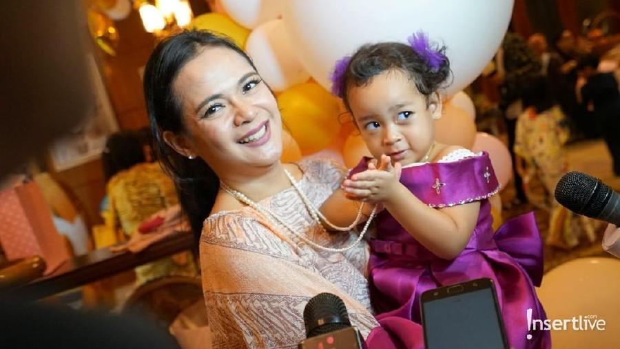 Segera Putusan Cerai, Suami Shezy Idris Ingin Bertemu Anak