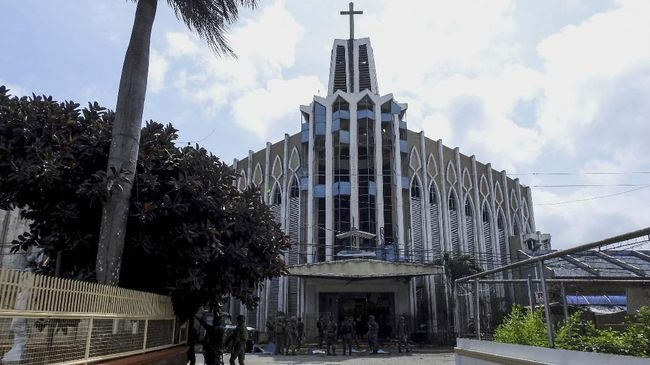 Ledakan terjadi di dua gereja dan dua hotel di Sri Lanka pada Perayaan Paskah, Minggu (21/4). Sebanyak 42 orang dikabarkan meninggal dunia.