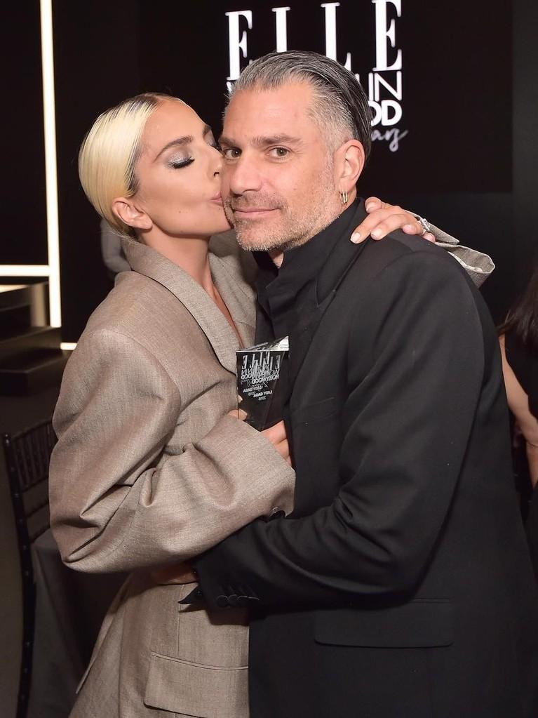 Kabar pertunangan mereka berhembus pada Oktober lalu, saat Gaga menyebut nama Carino sebagai 'tunanganku' saat berpidato dalam acara Women in Hollywood Celebration dari Elle.