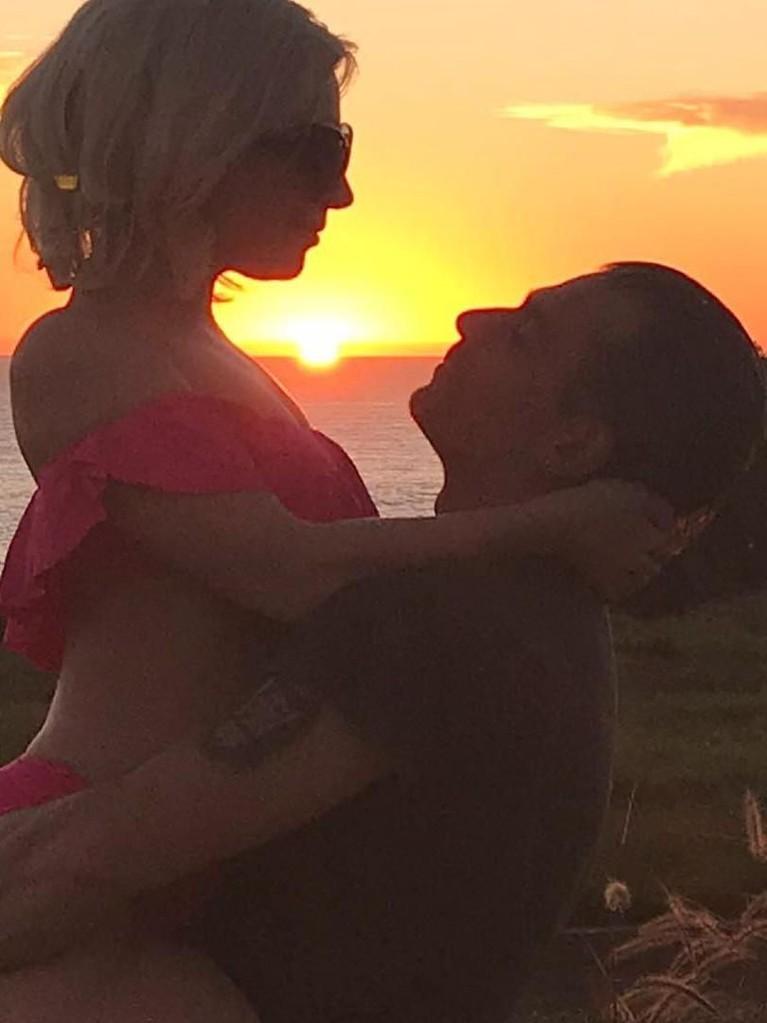 Gaga dan Carino memulai kisah asmaranya sejak Februari 2017 lalu. Bahkan Carino memiliki sebuah tato dengan gambar wajah Gaga di lengannya.