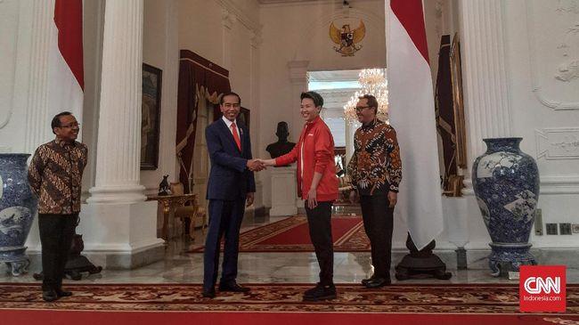 Mantan pebulutangkis ganda campuran Indonesia, Liliyana Natsir, diminta Presiden Joko Widodo tetap keliling Indonesia dan memberikan motivasi usai pensiun.