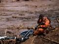 FOTO: Peluh dan Harapan Tim SAR Brasil Usai Bendungan Jebol