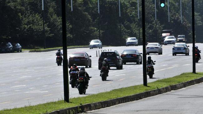 Pemerintah harus melihat seberapa besar kebutuhan dan menimbang dari potensi kecelakaan melibatkan sepeda motor.