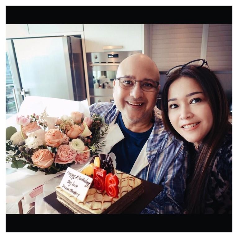 Saat ulang tahun Irwan Mussry, Maia Estianty memberikan kejutan untuk sang suami. So sweet abis!