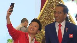 VIDEO: Liliyana Selfie dengan Jokowi Saat Pamit di Istana