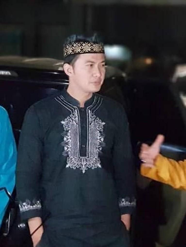 Ia pun divonis hukuman 3 bulan penjara dan denda Rp 5 juta subsider 1 bulan penjara. Namun, sampai sekarang ia masih buron, karena belum diketahui keberadaannya.