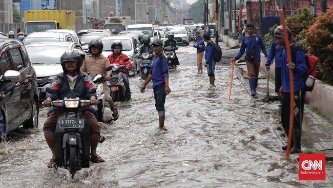 Situs PetaBencana.id mencatat banjir merendam kawasan Jakarta Barat dan Jakarta Utara dengan ketinggian beragam mulai dari 20 cm hingga 40 cm.