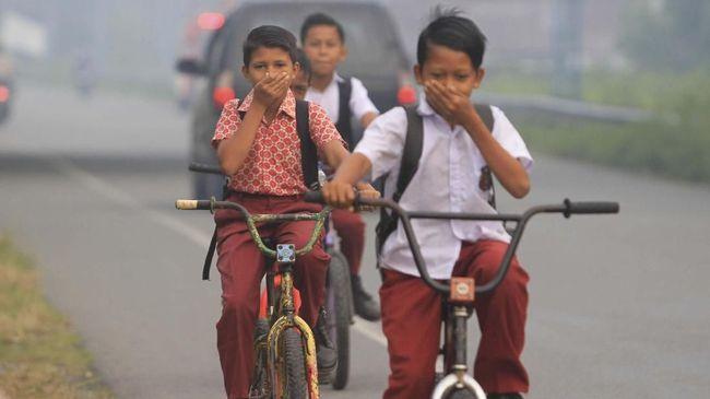 Sebagian sekolah di Palembang diperbolehkan meliburkan siswanya, terutama di wilayah terdekat dengan kabupaten terdampak karhutla dan kabut asap.