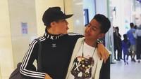 <p>Bersama Keenan yang kini tinggi badannya hampir sama dengan Rima Melati. Keenan merupakan anak Marcell dengan Dewi Lestari. Namun, kedekatan keduanya sudah seperti teman saja ya, Bun? (Foto: Instagram @rimamelati)</p>