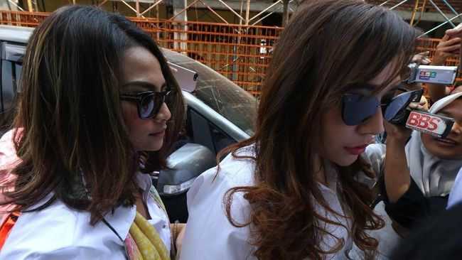 PN Surabaya menghadirkan saksi sidang mulai dari Vanessa Angel, Avriellia Shaqqila, penyidik Polda Jatim, dan penyewa jasa prostitusi Rian Subroto.