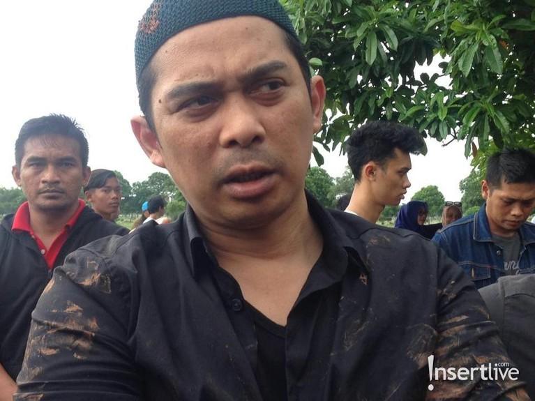 Suami Saphira,Ai Rico Hidron Daeng, memberikan keterangan kepada media. Ia mengatakan sebelumnya sang istri memiliki keluhan sesak nafas dan sempat mendapatkan perawatan dokter.