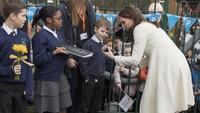 <p>The Duchess of Cambridge ini memang dikenal hangat dan dekat dengan anak-anak. Terutama saat dirinya sedang melakukan tugas kerajaan.</p>