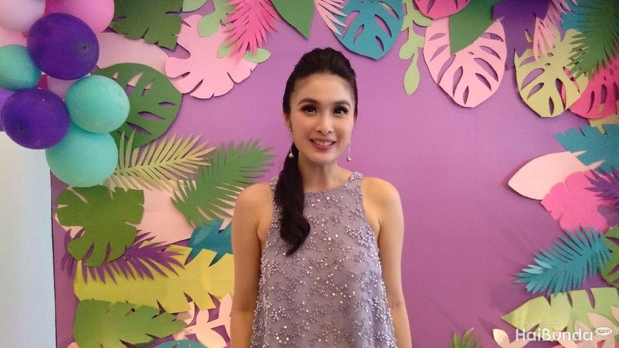Sahabat Jadi Miss Solution bagi Sandra Dewi dalam Urusan Parenting