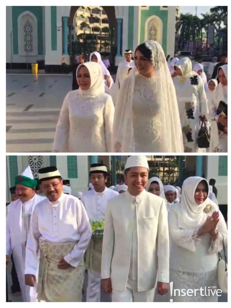 Kedatangan Ariska dan Tengku Ryan di Masjid Raya Medan. Akad nikah dilaksanakan pada pukul 08.00.