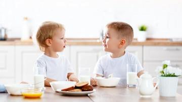 Pertimbangan Memilih Jenis Susu yang Tepat untuk Anak 1 Tahun