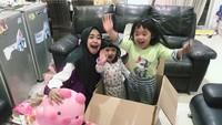 <p>Dari beberapa posting-an, Ricis seringkali mengunggah foto bersama dua keponakan kesayangannya, Maryam dan Khadeejah. Keduanya merupakan anak sang kakak, Oki Setiana Dewi. (Foto: Instagram @riaricis1795)</p>