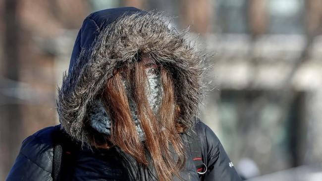 Dalam foto unik pilihan CNNIndonesia.com pekan ini, ada cerita jelang tahun baru Imlek, cuaca dingin menerpa Amerika, dan para perenang musim dingin.