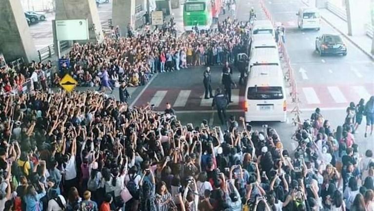 Antusiasme penggemarBLACKPINK di Manila, Filipinaakan kedatangan idola mereka memang cukup mengerikan.