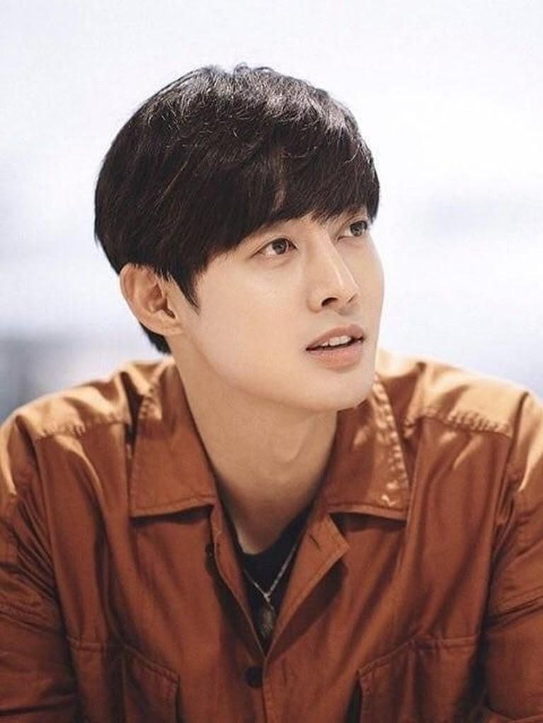 4 Februari. Aktor sekaligus penyanyi tampan, Kim Hyun Joong akan mengeluarkan album studionya yang berjudul New Way.