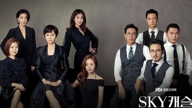 Sky Castle bercerita tentang ambisi para orang tua di Korea dalam memberikan pendidikan terbaik untuk anak-anaknya. Drama ini dapat rating sangat tinggi.