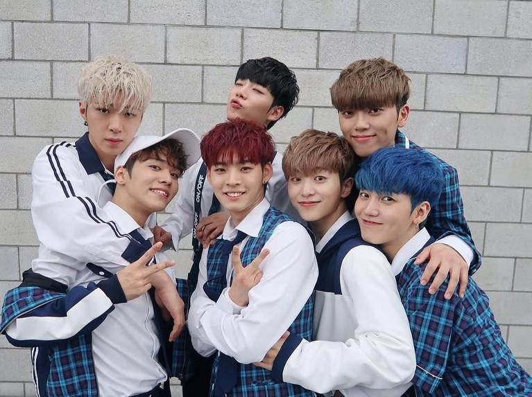 8 Februari. ONF akhirnya comeback dengan mini album ketiga mereka yang berjudul We Must Love.