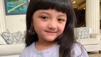 <p>Arsy Addara Musicia Nurhermansyah, nama lengkap gadis cilik yang punya panggilan sayang Acio. Senyumnya manis banget mirip Bunda Ashanty. (Foto: Instagram @queenarsy)</p>