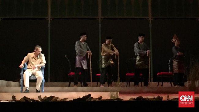 Pentas 'Nyanyi Sunyi Revolusi' membuka sekaligus memperkenalkan Amir Hamzah, yang disebut HB Jassin sebagai Raja Penyair Pujangga Baru.