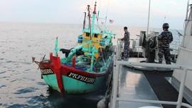 Bakamla Tangkap 2 Kapal Malaysia Curi Ikan di Selat Malaka