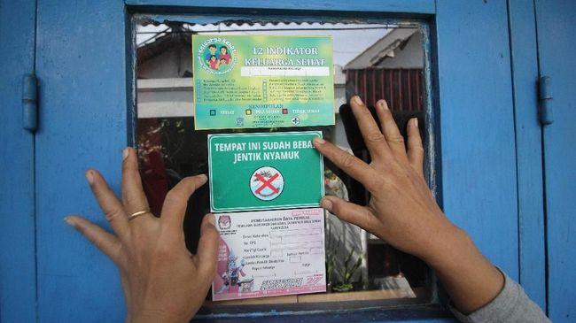 Banyak cara untuk mencegah demam berdarah dengue (DBD). Mulai dari menjaga kebersihan hingga mengenakan pakaian tertutup demi menghindari gigitan.