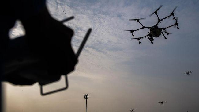 Pemerintah Jepang mengancam orang yang menerbangkan drone dan meminum alkohol dengan sanksi penjara hingga 1 tahun dan denda sebesar 300 ribu yen.