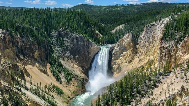 Yellowstone Falls in National Park, Wyoming USA