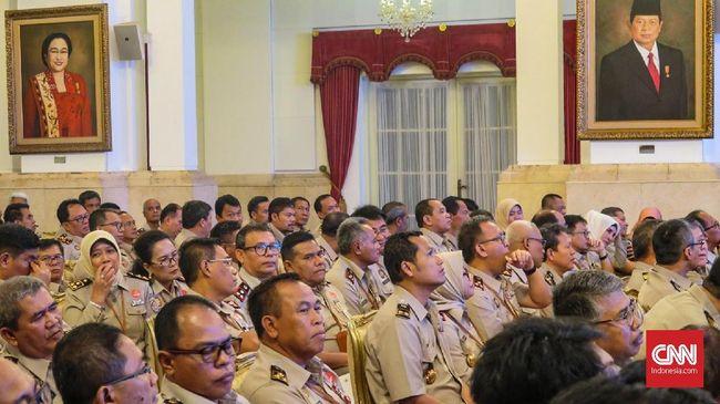 Presiden Jokowi akan memberikan 'bonus' berbentuk kenaikan tunjangan kinerja bagi pegawai Badan Pertanahan Nasional karena program sertifikasi tanahnya sukses.