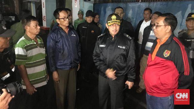 Kapolda Jawa Tengah, Irjen Condro Kirono, melakukan patroli malam seiring maraknya teror pembakaran yang terjadi di daerah Semarang dan Kendal.